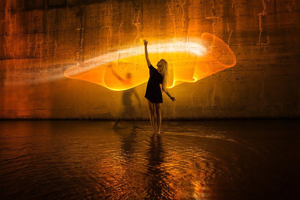 """""""Signs of Light"""" de Eric Paré nos presenta la luz como juego y sinónimo sutil de la alegría. De la grandeza en su máxima simplicidad natural."""