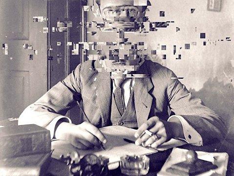 """Glitch pone en evidencia la grieta en nuestros conceptos. Piezas digitales que son como un interrogante: """"¿Crees que es aire lo que estás respirando ahora?"""""""