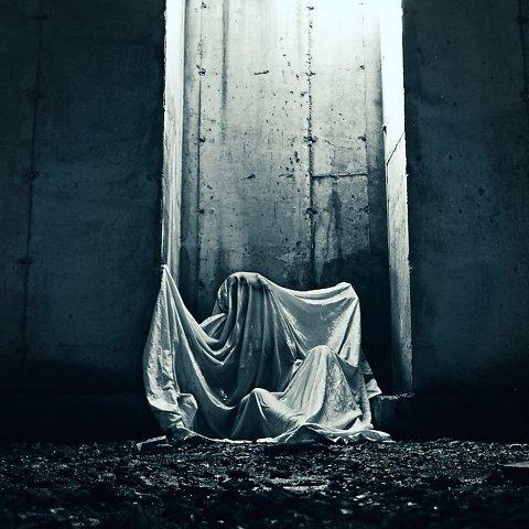 nicholas-bruno-photography-surreal-dreams-nightmares-sleep-paralysis-horror-mystery-photomanipulation