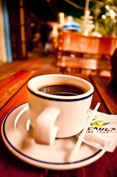 Taza de café. Fotografía con desenfoque de fondo. Barrio El Poblado (Medellín - Antioquia) Fotógrafa: Carolina Villada