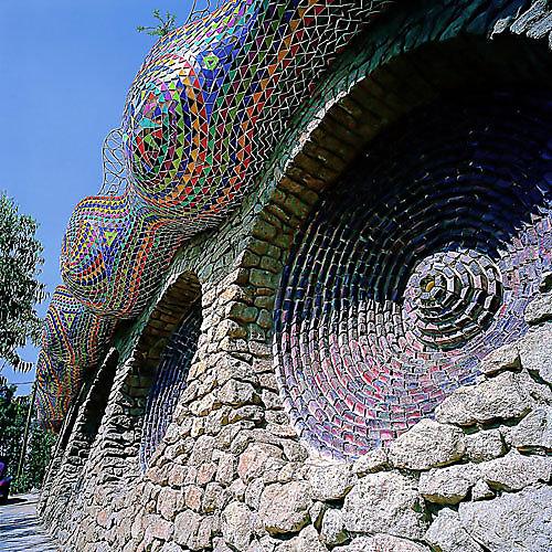 Javier Senosiaín Ballena mexicana mexican bioarchitecture organic architecture colorful organic forms
