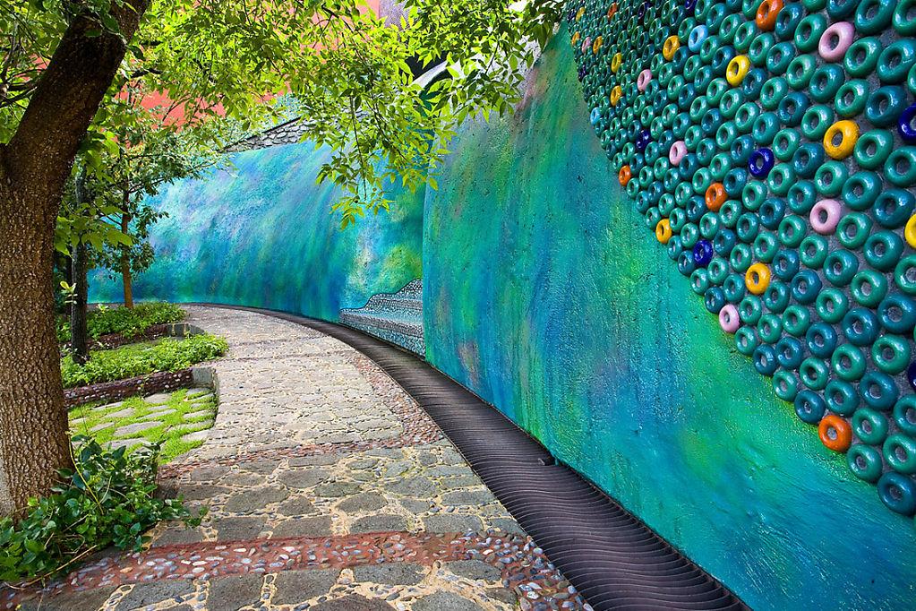 Javier Senosiaín Nido de Quetzalcoatl mexican bioarchitecture organic architecture colorful organic forms