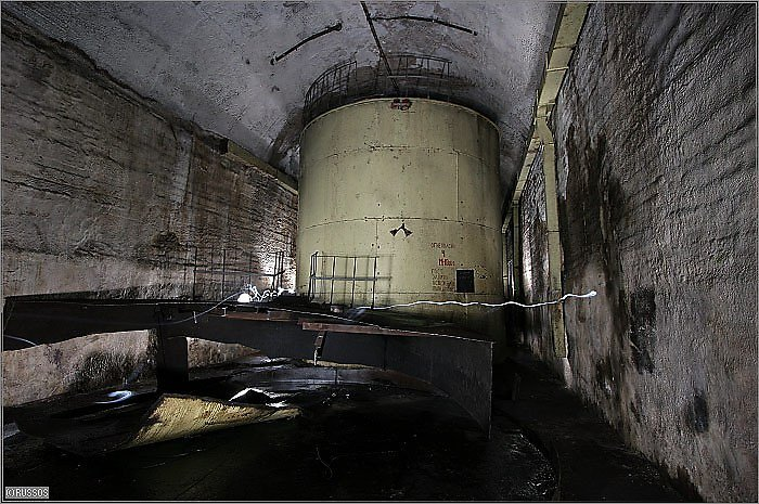 abandoned places secret locations urban exploration vast underground forgotten spaces Russia Soviet Union brutalist comunist soviet architecture world war II cold war underwater submarine base